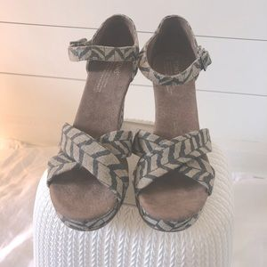 """TOMS 4"""" Wedge Size 10 Zigzag Canvas Fabric"""